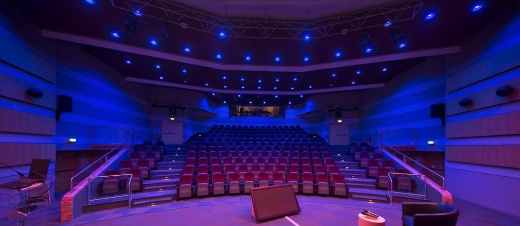 Salle de conférence siège Total à Pau - Client : Philips Lighting