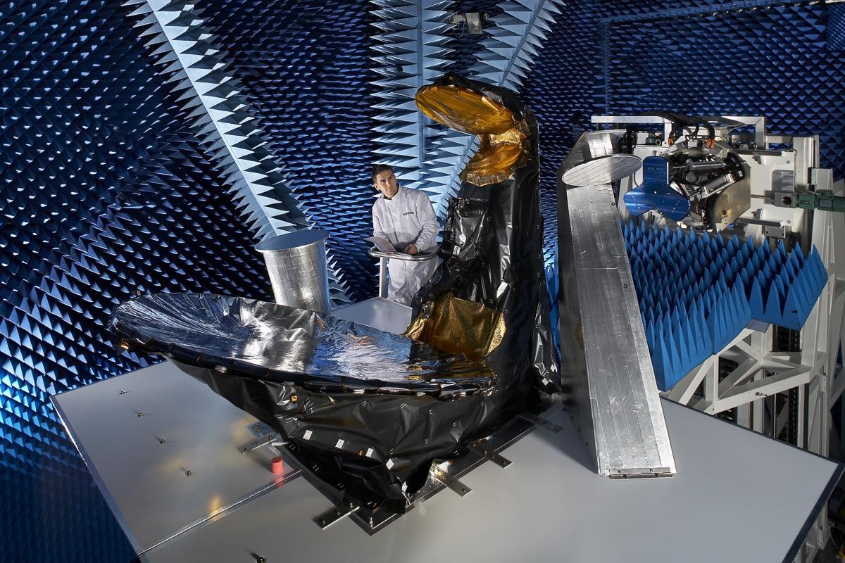 Test antenne en champ proche - Client : Thalès Alenia Space