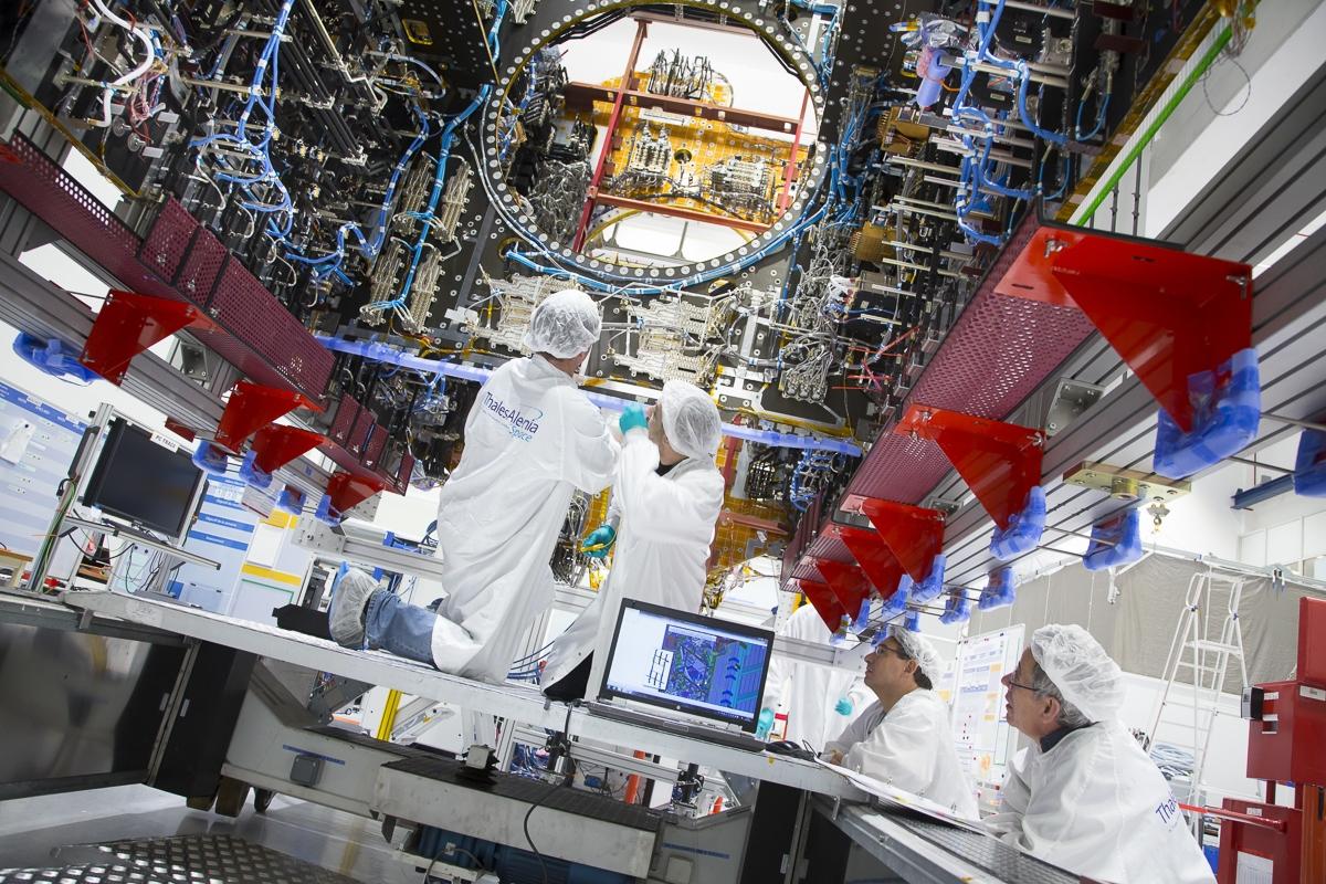 SGDC en salle d'intégration à Toulouse - Client : Thales Alenia Space