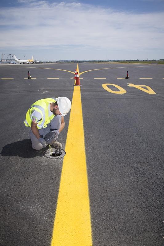 Travaux sur éclairage des pistes de l'aéroport de Toulouse Blagnac - Client : Citeos / BSO