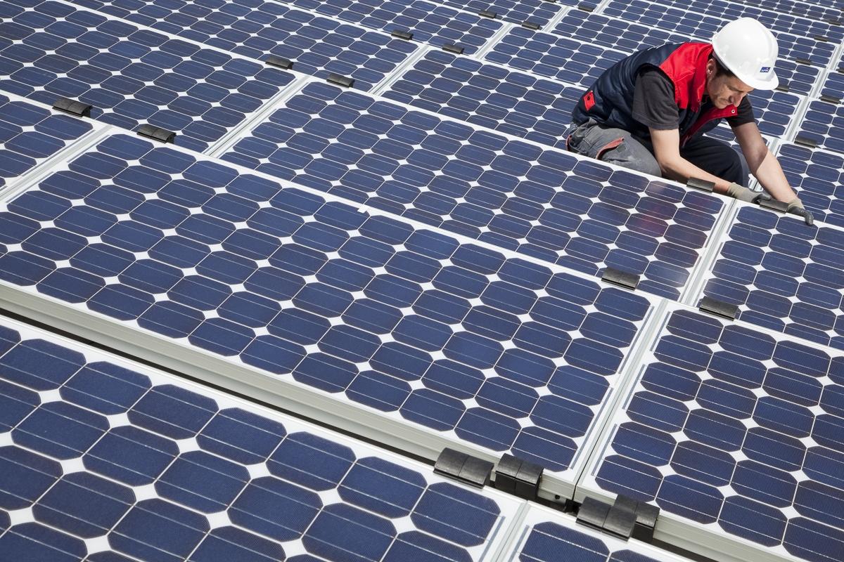 Pose de panneaux photovoltaïques, immeuble de bureaux à Barcelone - Client : Spie